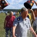 """Komendant Wojewódzki Policji w Olsztynie przyłączył się do akcji charytatywnej Ice Bucket Challenge <i class=""""icon-camera""""></i> <i class=""""icon-film""""></i>"""