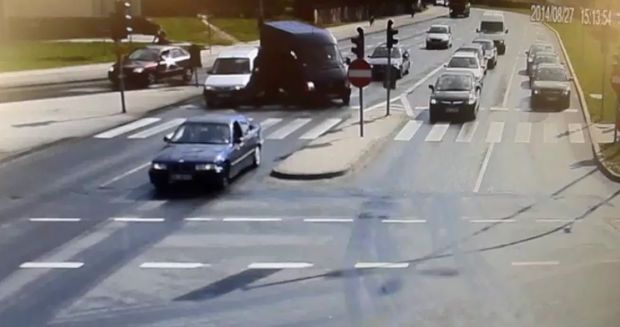 """Spowodował kolizję i uciekł z miejsca zdarzenia. Kierowcę namierzyły kamery systemu ITS <i class=""""icon-film""""></i>"""