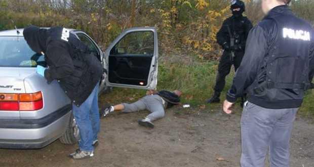 """Policyjne uderzenie w narkobiznes. Zabezpieczono ponad 3,5 kg narkotyków <i class=""""icon-camera""""></i> <i class=""""icon-film""""></i>"""