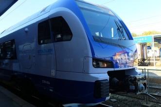 Pociąg Flirt3 na dworcu w Olsztynie