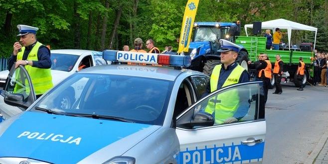 Policjanci zabezpieczający Paradę Studentów