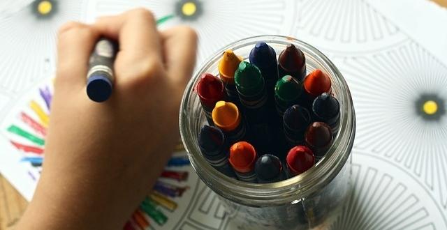crayons-1445053_640-01.jpeg