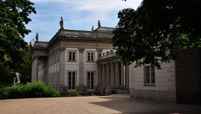 Dlaczego Warto Odwiedzić łazienki Królewskie W Warszawie